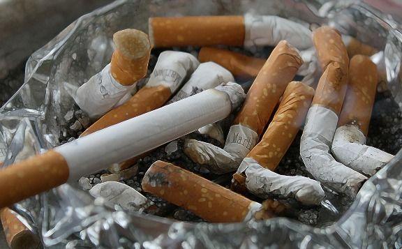 Evitar fumar, o dejar de hacerlo, para evitar enfermedades visuales.
