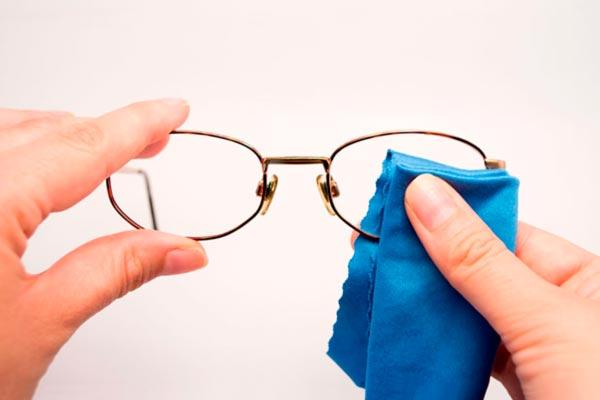Cómo limpiar correctamente los lentes